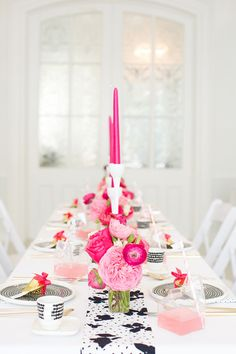 Pink and black Dinner Party for Adults, birthday party decor ideas Diy Party Decorations, Decoration Table, Birthday Dinners, Birthday Parties, Pink Birthday, White Table Settings, Table Design, Pink Parties, Party Entertainment