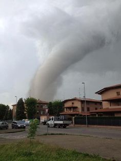 oklahoma city tornado 2013 | Photo: In 1999 on this day it was Oklahoma City, today it was ...