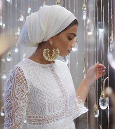 """Is it love for the streets when the lights get dark? Mode Turban, Turban Hijab, Hijab Dress, Kebaya Hijab, Hijab Outfit, Hijabs, Turbans, Abaya Fashion, Muslim Fashion"
