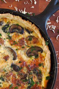 Quiche Recipes Discover Sausage Mushroom and Spinach Quiche - Sausage Mushroom and Spinach Quiche - Breakfast Quiche, Breakfast Dishes, Breakfast Recipes, Breakfast Skillet, Egg Recipes, Dinner Recipes, Cooking Recipes, Kitchen Recipes, Quiches