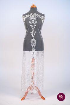 Dantelă albă cu strasuri pe bază din tulle elastic ivoire. Dantelă cu design de inspirație baroc, accesorizată cu mărgele sidefate albe cu sistem de prindere tip capsă. Modelul dantelei este dispus în coloane repetitive, cu borduri diferite, fiind realizat din fir alb lucios. Dantela poate fi utilizată pentru confecționarea rochiilor de ocazie. Lace Skirt, Skirts, Model, Fashion, Moda, Fashion Styles, Scale Model, Skirt