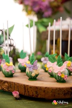 Tinkerbell Party Ideas by styling the moment Cake Pops ButterflyYou can find Tinkerbell party and more on our website.Tinkerbell Party Ideas by styling the momen. Fairy Birthday Cake, Butterfly Birthday Party, Butterfly Baby Shower, Garden Birthday, Princess Birthday, Birthday Wishes, Fairy Cake Pops, Fairy Cakes, Festa Thinker Bell