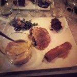 Assortiment d'entrées:  soupe de potiron aux crevettes, céviche de saumon et sa tuile de fromage, Rikakate, beignet de courgettes salade roquette à l'Ananas et acra-Photo: Lysa Gateau Resto Le Petit ogre