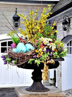 Spring has sprung! DIY floral arrangement idea for instant curb appeal! Perfect for inside Spring or Easter decor * Imaging this in my vintage bird cage! Love how the bird nest is all snuggled in among the florals and greens * Jardin Decor, Deco Restaurant, Diy Ostern, Deco Floral, Hoppy Easter, Easter Décor, Easter Garden, Dish Garden, Easter Table