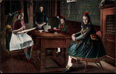 Ansichtskarte / Postkarte Hessische Landestrachten, Mädchen, Wohnstube, Tisch, Schrank #Schwalm