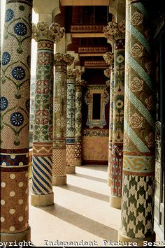 Ceramic tile mosaic columns at the Palace of Catalan Music, Palau de la Musica Catalana, Barcelona, Spain, in 1908 Lluis Domenech i Montaner. Art Nouveau, Art Deco, Mosaic Art, Mosaic Tiles, Hotel W, Column Design, Antoni Gaudi, Spain And Portugal, Architecture Details