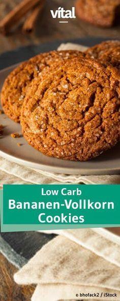 Plätzchen ohne Zucker und Fett? Das geht! Für dieses Low Carb Keks-Rezept werden nur Bananen, Haferflocken und Eier benötigt. Die Zubereitung der Low Carb Vollkorn-Bananen-Plätzchen ist schnell und einfach