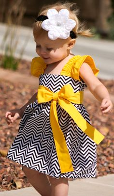 chevron and yellow baby dress My Little Girl, Little Girl Dresses, My Baby Girl, Girls Dresses, Sewing For Kids, Baby Sewing, Sewing Diy, Cute Kids, Cute Babies