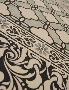 This is a floor cloth done completely with stencils.....brilliant!