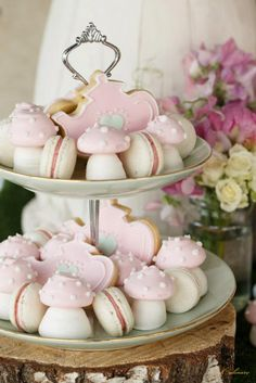 """""""High Tea with the Mad Hatter"""" Styled by Bright Young Things - Culinary Event Makers Cupcakes, Cupcake Cakes, Afternoon Tea Parties, Festa Party, Mad Hatter Tea, My Tea, High Tea, Dessert Table, Dessert Stand"""