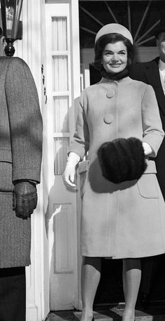 Lover of old hollywood and anything vintage. Jfk And Jackie Kennedy, Jaqueline Kennedy, Vintage Glamour, Vintage Ladies, Lonely Heart, Old Hollywood, Marie, Inspiring Women, Classic Beauty
