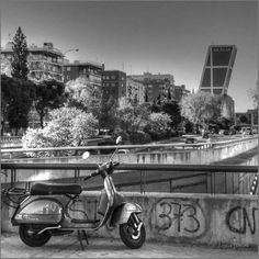 Fotografía vespa en Madrid F00601D Regina Llimona