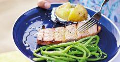 Lombo de atum grelhado com melaço e sementes de sésamo