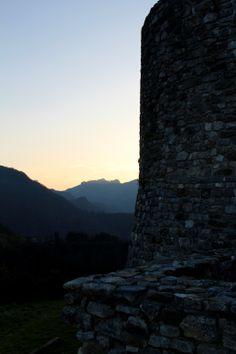 La Rocca Estense di Trassilico e il Monte Forato.