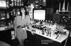 Barmanka w restauracji i nocnym klubie przy ul. Krzywoustego w Gdańsku Oliwie, 1994 rok.