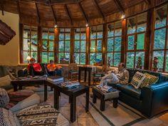 Os lodges contam com aquecimento, espaços agradáveis para relaxar, conversar sobre suas experiências e gastronomia local refinada para desfrutar.