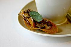Autumn tasting menu at Harvey Nichols - crostini with mushroom fricassée, Jerusalem artichoke soup. >> More info: https://teatimeinwonderland.co.uk/lang/en/2014/11/04/fifth-floor-autumn-tasting-menu-at-harvey-nichols