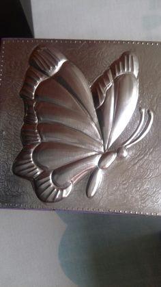 Caja repujada en aluminio