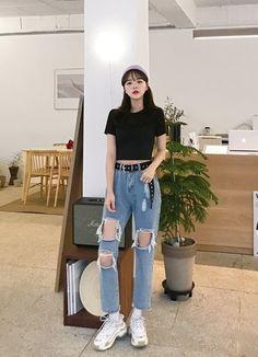 Korean Street Fashion - Life Is Fun Silo Korean Outfit Street Styles, Korean Street Fashion, Korea Fashion, Korean Outfits, Kpop Fashion, Asian Fashion, Ulzzang Fashion Summer, Korean Ootd, Korean Girl Fashion