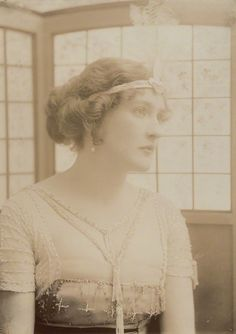 "saisonciel: ""Daisy Irving by Bassano, 1910 """