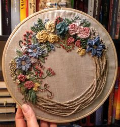 Brazilian Embroidery Stitches, Hand Embroidery Stitches, Silk Ribbon Embroidery, Embroidery Hoop Art, Wedding Embroidery, Hand Embroidery Videos, Hand Work Embroidery, Embroidery Flowers Pattern, Hand Embroidery Patterns Flowers