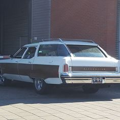 Time to wash the wagon!  #weekend #weekendfun #mooiweer #oldsmobile #stationwagon #oldschool