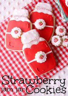 Munchkin Munchies: Strawberry Jam Jar Cookies - Step by Step DIY Mason Jar Cookies, Jam Cookies, Galletas Cookies, Cute Cookies, Iced Cookies, Cupcake Cookies, Sugar Cookies, Mason Jars, Fruit Cookies
