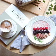 WEBSTA @ lindyiso - ・good  morning ♪・温かいものが食べたくなる季節。オートミールを温かい牛乳で食べるのが結構好き。オートミールのお粥みたいな…?・フローズンベリーと一緒に食べるとお口の中で温かいのと冷たいのが混ざって美味しいー・連休中日、あいにくの雨だけど良い1日を♪・・#instagramjapan #igersjp #lin_stagrammer #delistagrammer #onthetable #morning #foodstyling #foodphotography #foodpics #foodpicsoftheday #tv_living #tv_stilllife #tv_lifestyle #still_life_gallery #朝時間 #クッキングラム #クッキングラムアンバサダー #エルアターブル #ロカリ #キナリノ #暮らし #丁寧な暮らし #オートミール