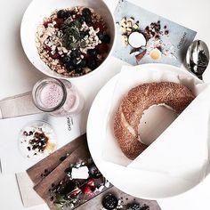 #ELLE時裝週直擊 soho街角的 @chobani 小店是只有紐約客才知道的早餐門路希臘優格佐白芝麻麵包超yum #nyc #nyfw #nyfw2017 #chobani #greekyogurt #yogurt #bread #breakfast #soho #ELLEfashionweek17AW  via ELLE TAIWAN MAGAZINE OFFICIAL INSTAGRAM - Fashion Campaigns  Haute Couture  Advertising  Editorial Photography  Magazine Cover Designs  Supermodels  Runway Models