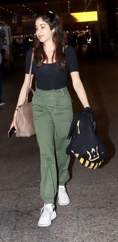 Simple College Outfits, Casual Day Outfits, Celebrity Casual Outfits, Everyday Outfits, Classy Outfits, Casual Indian Fashion, Fashion Outfits, Bollywood, Dressing
