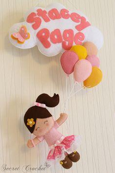 Mädchen mit Luftballons -Tür-&Namensschild von SecretCrochet auf DaWanda.com