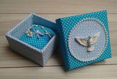 WEBSTA @ dea.almeida_artes - Caixa em MDF revestida com tecido. Lembrancinha para chá de bebê, batizado, primeira eucaristia... #caixasemmdf #craft #arte #artesanato #lembrancinhas #caixaspersonalizadas #presente #espiritosanto #elo7 #oficinaideacriativa #feitopormim #euquefiz #feitocomamor