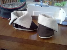 My first official baby shoe pattern Baby Moccasin Pattern, Baby Shoes Pattern, Baby Boots, Kids Boots, Sewing For Kids, Baby Sewing, Little Mac, Doll Shoe Patterns, Handmade Baby Items