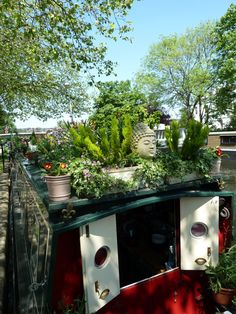 houseboats ,little venice ,london - Vanlife & Caravan Renovation Canal Boat Interior, Barge Interior, Canal Barge, Narrowboat Interiors, Living On A Boat, Tiny Living, Dutch Barge, Houseboat Living, Boat Decor