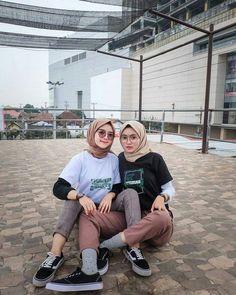 Fashion Tips Outfits Simple 24 New Ideas Hijab Casual, Ootd Hijab, Hijab Chic, Casual Outfits, Fashion Outfits, Fashion Tips, Modern Hijab Fashion, Street Hijab Fashion, Muslim Fashion
