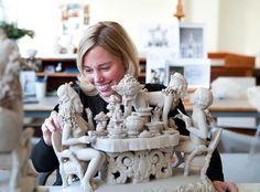 Chris Antemann modelling her porcelain Covet sculpture for Meissen