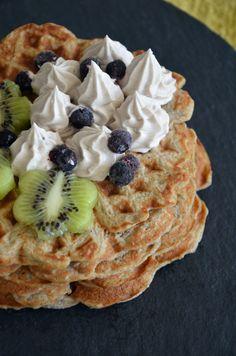 Terveelliset kauravohvelit / Sweets by Sini Heathy Sweets, Healthy Treats, Frittata, Pancake Bar, Broccoli, Fodmap Recipes, Food Inspiration, Vegetarian Recipes, Good Food
