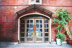 磚牆木框玻璃門  Brick wall. Wooden frame. Glass door  #華山文創園區 #臺北 #TBT @huashan1914_creative_park