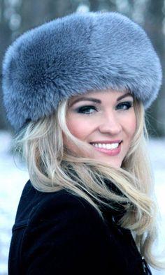fur hat Just love this! Winter Wear, Autumn Winter Fashion, Winter Hats, Winter Blue, Bcbg, Fur Accessories, Fabulous Furs, Fox Fur Coat, Love Hat