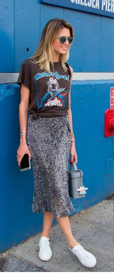 As we like to share the latest it trends, we went for the upcoming best summer fashion looks to share with you! Street Style Outfits, Look Street Style, Casual Street Style, Rock Style, Street Chic, Casual Outfits, Street Styles, Skirt Outfits, Fashion Mode