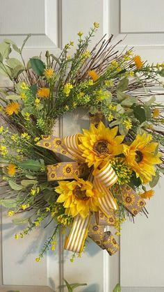 Autumn Wreaths For Front Door, Diy Fall Wreath, Fall Wreaths, Summer Wreath, Sunflower Burlap Wreaths, Floral Wreath, Thanksgiving Wreaths, Fall Crafts, Making Ideas