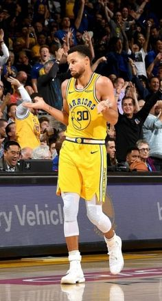 Warriors Stephen Curry, Nba Stephen Curry, Stephen Curry Tattoo, Curry Warriors, Basketball Golden State Warriors, Stephen Curry Wallpaper, Nba Wallpapers Stephen Curry, Stephen Curry Basketball, Nba Players