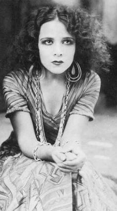 Actress Dolores Del Rio looking beautifully #bohemian with her wild #1920s curls.