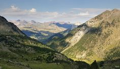 Por las laderas entre el barranco de las Albas y el de Pondiellos Vistas hacia Formigal La meteo que viene