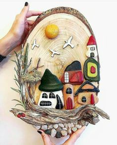 Stone Crafts, Rock Crafts, Diy And Crafts, Arts And Crafts, Wall Hanging Crafts, Diy Wall Art, Painted Rocks Craft, Trash Art, Rock Painting Designs