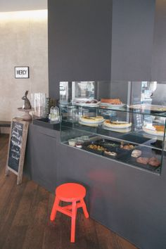 coffee shop pastry case on pinterest bakery display display case and coffee shop. Black Bedroom Furniture Sets. Home Design Ideas