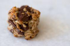 Nikki's Healthy Cookies (Banana Oatmeal Chocolate Chip Cookies with Coconut) Healthy Cookie Recipes, Healthy Cookies, Healthy Desserts, Just Desserts, Delicious Desserts, Dessert Recipes, Yummy Food, Vegetarian Recipes, Cookies Vegan
