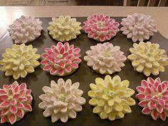 cute marshmellow flower cupcakes.