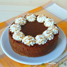 How To Make A Chocolate Caramel Cheesecake Recipe - Healthy Recipe Ideas Chocolate Caramel Cheesecake, Doughnut, Oreo, Biscuit, Healthy Recipes, Eat, Desserts, How To Make, Food