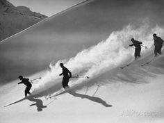 Downhill Skiing Fotografisk trykk av H. Armstrong Roberts hos AllPosters.no